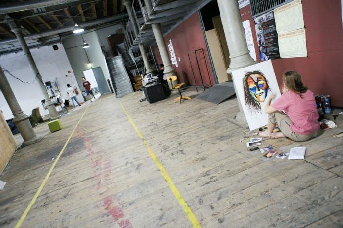 Венская академия художеств. Абитуриентка готовит работу во время вступительных экзаменов летом 2013 года.