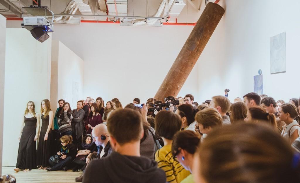 """Работа на выставке """"Там  , где нас нет"""", МСИ """"Гараж"""", Москва, 2014 // Фото: МСИ """"Гараж"""""""