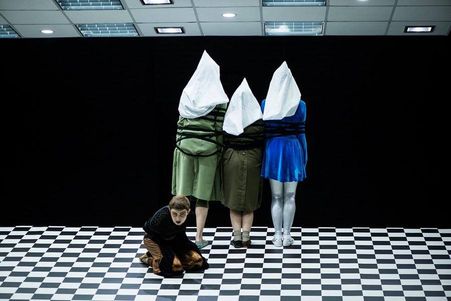 """Фрагменты спектакля """"Танго-квадрат"""" в Центре им. Вс. Мейерхольда, 2013"""
