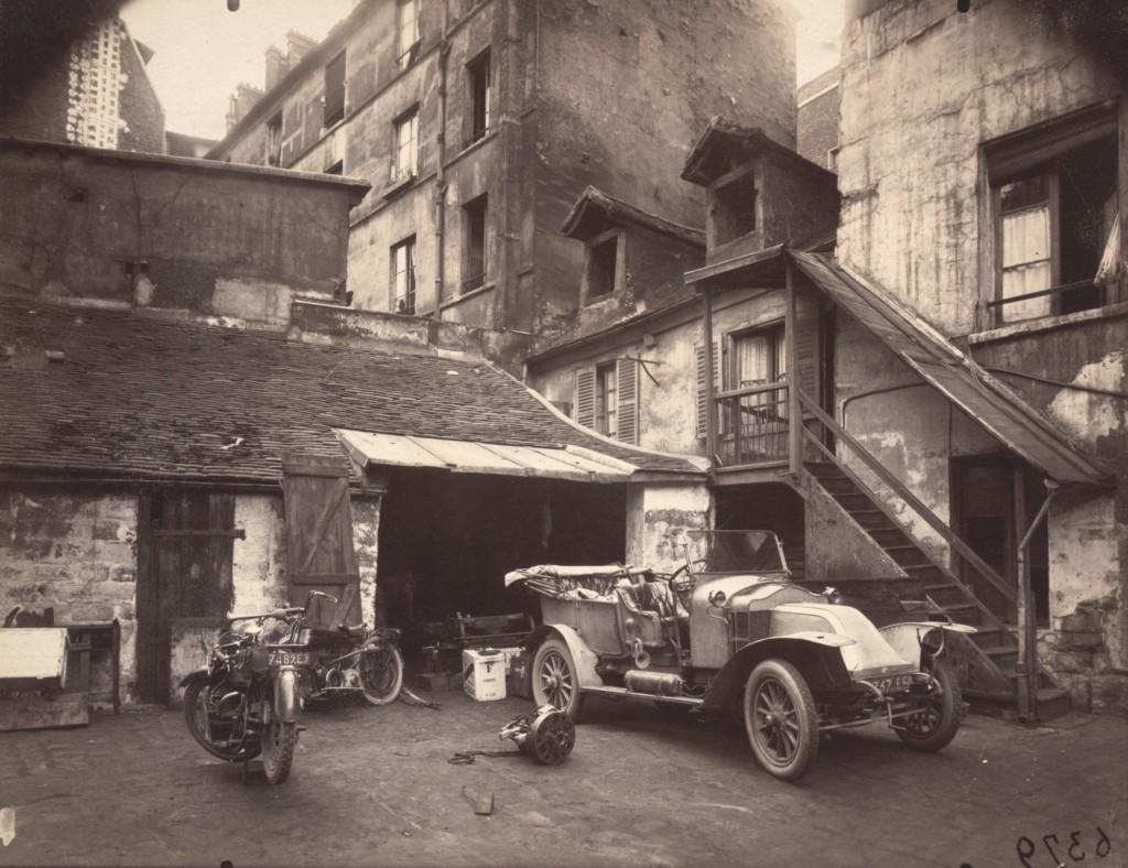 Cour, 7 rue de Valence June, 1922