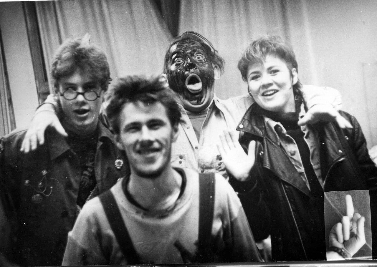 Олег Мавроматти с группой «Манифест» во время фестиваля рок-музыки «Блин». Волгоград, Дворец пионеров, 1991