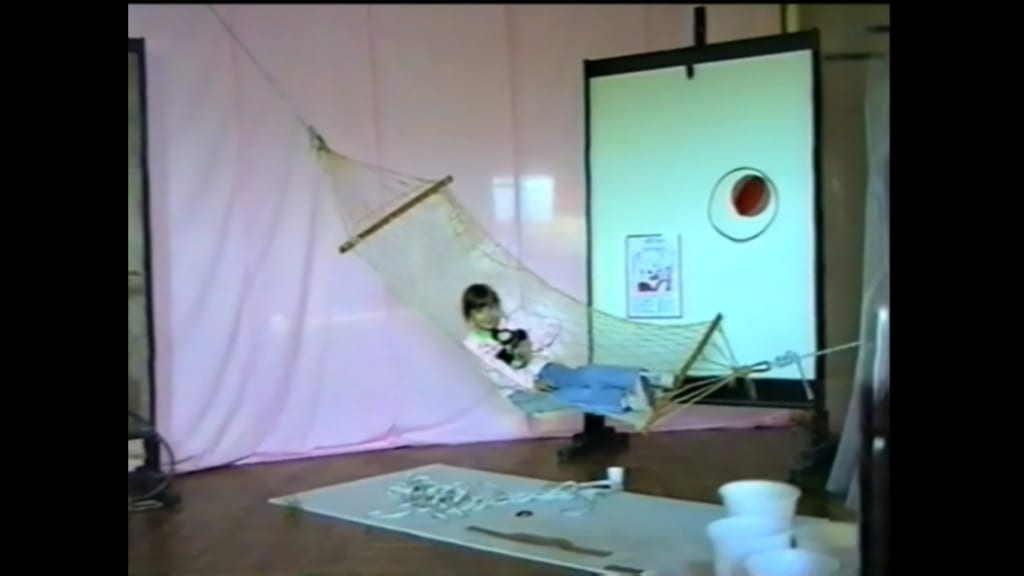 Александр Ванин, Владимир Криволапов.  «В ожидании Беккета». Общий вид экспозиции. Волгоград, ТЮЗ, 1995