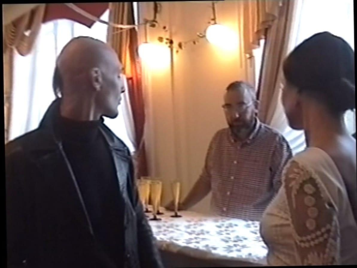 Студент и выпускник ВШСИ Антон Лапшин, резидент ЦСИ «Заря» Максим Шер и художница Наташа Цымбал на балу в морском собрании