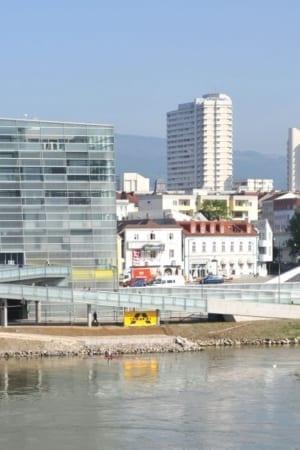 """Центр Ars Electronica в Линце (Австрия) — """"Музей будущего"""". Здание было перестроено и открыто в 2009 году, фестиваль медиаискусства проводится институтом Ars Electronica в Линце с 1979 года"""