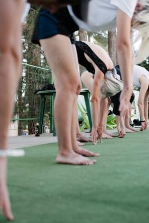 Вокруг да Около. Серия коллективных тренингов. Направление поисков: концентрация внутрь, усилие пассивности, обострение восприятия, осознание через движение, зеркало/интерсубъективность, коллективное тело.