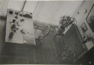 Дом наркомфина. Вид с верхней галереи на жилую зону в квартире Милютина. // Фото: с сайта drug-gorod.ru