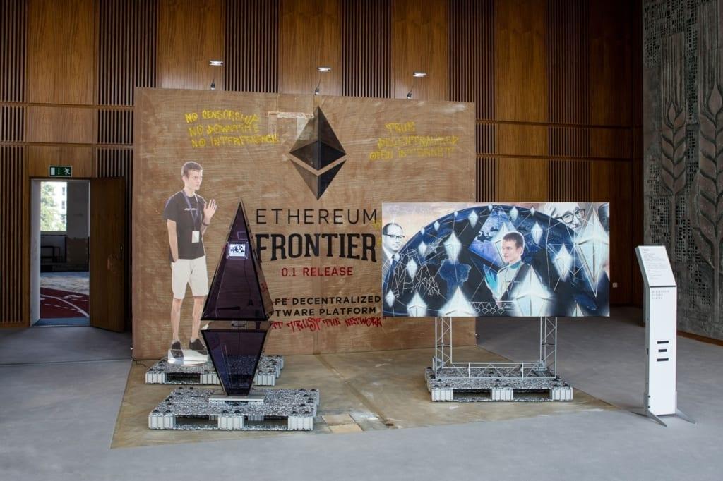 Саймон Денни и Линда Кантчев. Blockchain Visionaires, 2016.