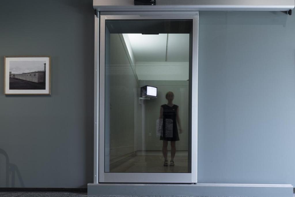 Валя Фетисов, «Инсталляция опыта», 2011. Вид инсталляции на выставке «ИК-00: пространства заключения», 2014, в Каза деи Тре Очи, Венеция.