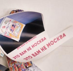 Монтаж выставки «Немосква не за горами» в санкт-петербургском ЦВЗ Манеж 29 июля 2020. Фото Михаил Вильчук.