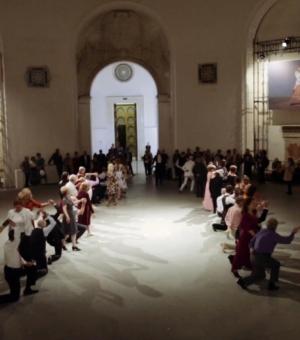 u/n multitude, «Танцевальный вечер», 2015. Шестая Московская биеннале современного искусства, ВДНХ. Предоставлено автором.